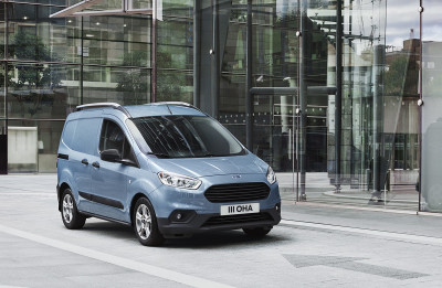2017FordTransitCourier_1200