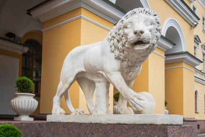 Дома со львами в Санкт-Петербурге
