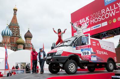 Елена Правдина и Татьяна Елисеева на Соболе 4х4 на старте