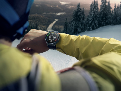 MKT_HUAWEI-WATCH-GT-2-Pro_Creative-shots_Skiing_CN_HQ_RGB_20200720