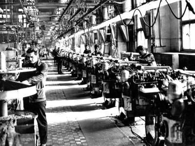 Первое серийное производство  ярославских дизельных двигателей, цех сборки моторов ЯМЗ-236, 1961 г.