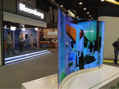 Уникальный изогнутый двусторонний LG OLED-дисплей-2