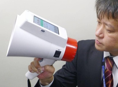 b-megaphone-a-20161118-870x642